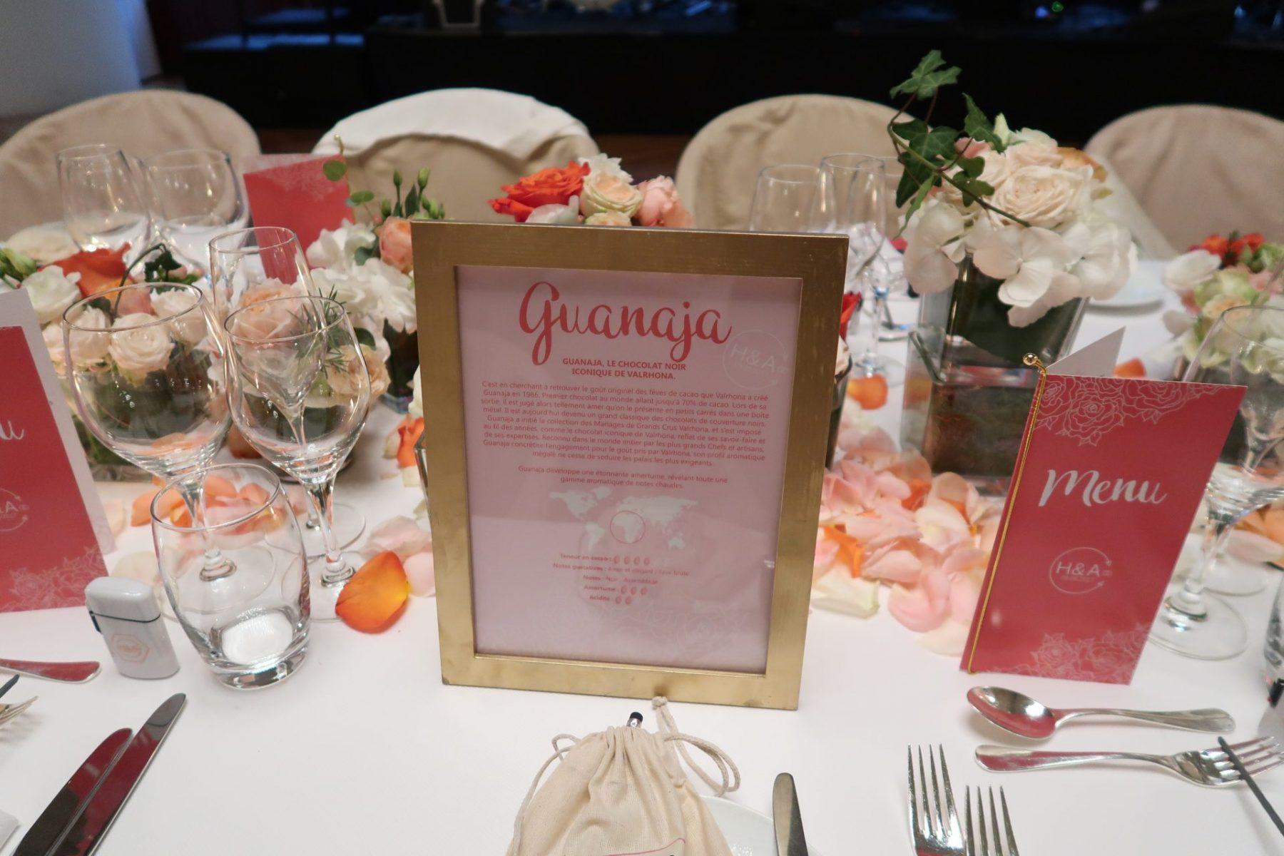 Graphiste de mariage pour papeterie de table corail et rose