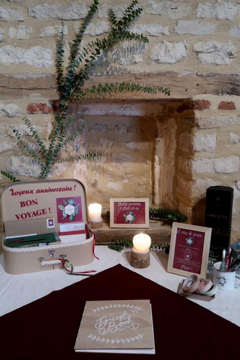 Décoration table de cadeaux avec urne valise personnalisé